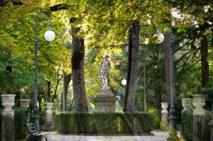 Una passeggiata romantica nella città giardino